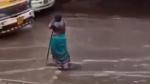వర్షంలో ఒకే చోట 8 గంటలు నిలబడిన వృద్ధ మహిళ, ఎందుకో తెలిస్తే షాక్ అవుతారు
