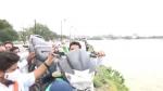 హుస్సేన్ సాగర్లోకి బైక్ విసిరేసిన యూత్ కాంగ్రేస్ కార్యకర్త.. ఎందుకో తెలుసా?