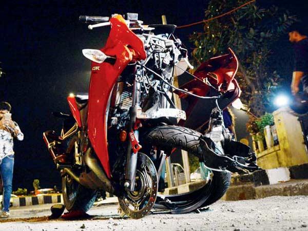 ఘోరమైన హోండా సిబిఆర్250ఆర్ క్రాష్: మీరు ఇలాంటి తప్పు చేయకండి!
