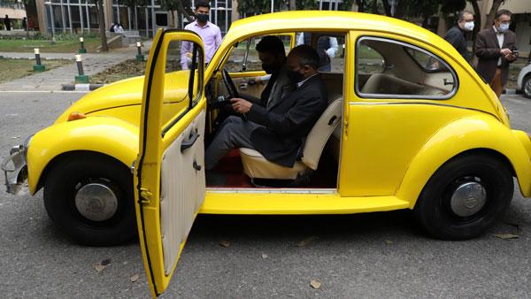ఢిల్లీ రీసెర్చ్ సెంటర్ అద్భుత సృష్టి : ఎలక్ట్రిక్ కారుగా మారిన బీటిల్ కారు