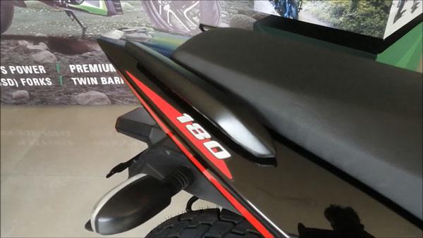 డీలర్ వద్దకు చేరుకున్న కొత్త 2021 బజాజ్ పల్సర్ 180.. పూర్తి వివరాలు