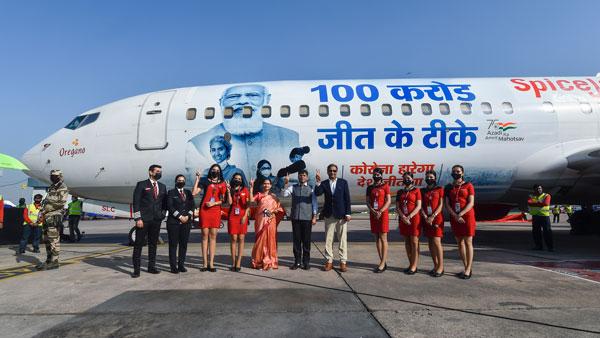 భారతదేశంలో 100 కోట్ల కోవిడ్-19 టీకా సెలబ్రేషన్స్.. కొత్తగా జరుపుకున్న Spicejet