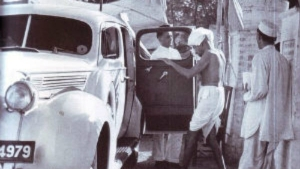 జాతిపిత మహాత్మా గాంధీ ప్రయాణించిన కార్లు