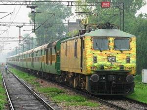 ఇండియన్ రైల్వేలో అత్యంత వేగంతో ప్రయాణించే 10 హై-స్పీడ్ ఎక్స్ప్రెస్ రైళ్లు