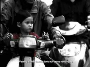 వీడియో: చిన్న పిల్లలకు కూడా హెల్మెట్ అవసరం