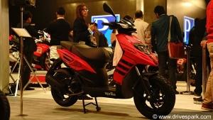 ఆటో ఎక్స్పో 2018: అప్రిలియా స్టార్మ్ 125 స్కూటర్ ఆవిష్కరించిన అప్రిలియా