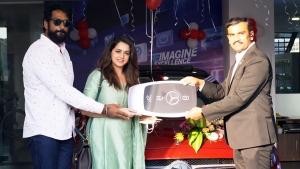 మెర్సిడెస్ బెంజ్ లగ్జరీ కార్ కొనుగోలు చేసిన సినీ నటి భావన