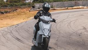 టెస్టింగ్ దశలో ఉన్న సింపుల్ ఎనర్జీ ఎలక్ట్రిక్ స్కూటర్; ఒక చార్జితో 240 కి.మీ మైలేజ్