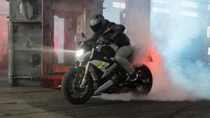 దేశీయ మార్కెట్లో 2021 BMW S1000R విడుదల; ధర & పూర్తి వివరాలు